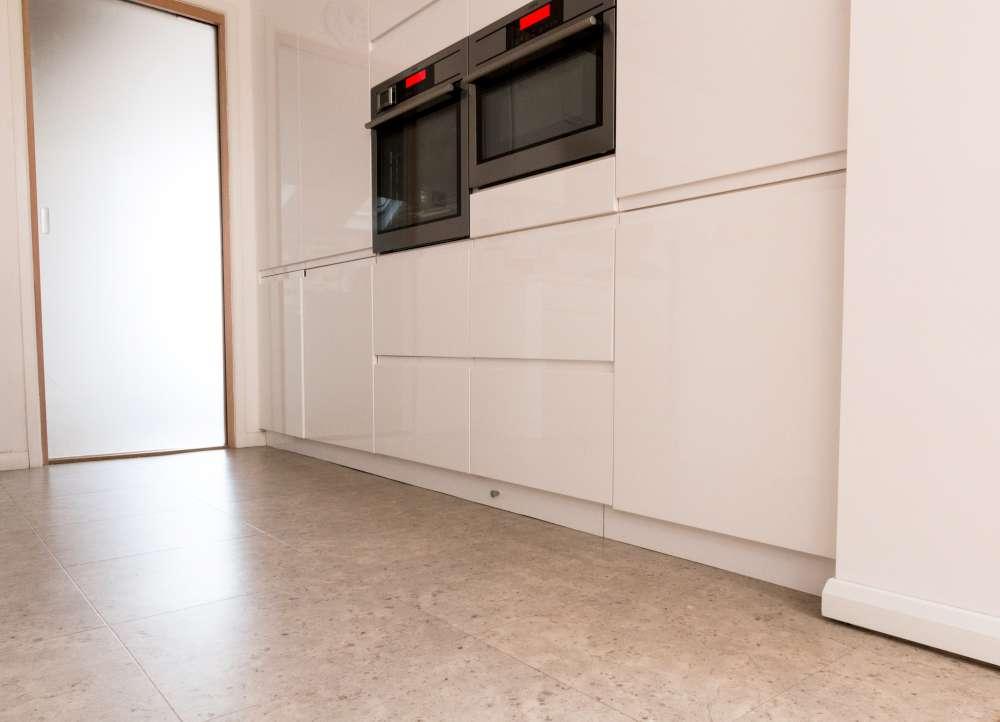 Luxury Vinyl Tiles like Amtico and Karndean by Edwards Flooring in Bormley (2)