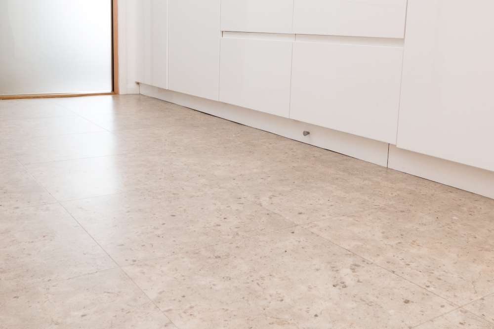 Luxury Vinyl Tiles like Amtico and Karndean by Edwards Flooring in Bormley (3)