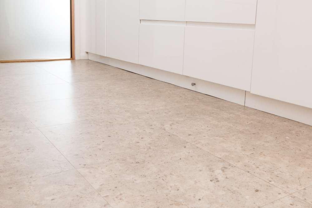 Luxury Vinyl Tiles like Amtico and Karndean by Edwards Flooring in Bormley (3)